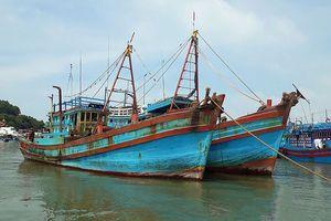 Vụ cháy tàu tại Nghệ An vẫn đang được phối hợp giải quyết