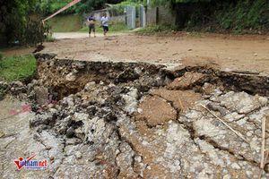 Di dời khẩn cấp các hộ dân nằm quay lưng về phía sông Đà
