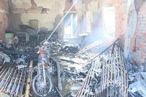Thoát chết nhờ người dân hô hoán khi nhà cháy