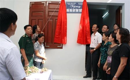 Hội phụ nữ BĐBP Hải Phòng trao tặng nhà'mái ấm tình thương '