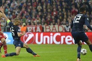 Bayern dập tắt hy vọng của MU, Barca cúi mặt rời Champions League