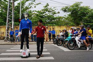 Robot đưa người qua đường | Nhịp sống địa phương | Thanh Niên