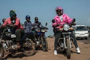 Cám cảnh cuộc sống phụ nữ lái xe ôm ở Liberia