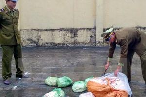 Hà Nội: Phát hiện khoảng 6 tấn hàng hết hạn, hơn 300kg sụn gà nhập lậu
