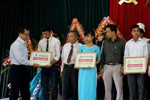 VNPT Quảng Nam tặng học bổng cho sinh viên nghèo vượt khó, học giỏi
