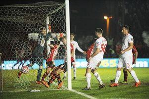 Exeter 2-2 Liverpool: The Kop hút chết trước đội bóng hạng tư