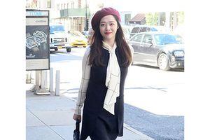 Học sao Hàn cách mix trang phục với nón beret