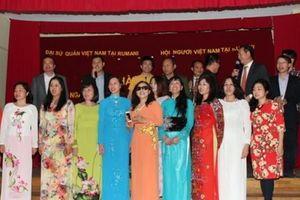Cộng đồng người Việt tại Romania ngợi ca hòa bình