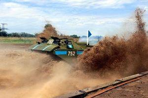 Ngẩn ngơ trước cuộc đua của các xe công binh Nga