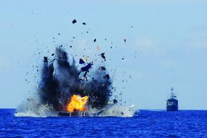 Indonesia đánh chìm 3 tàu cá Trung Quốc vào dịp quốc khánh