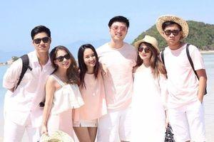 Nhóm bạn thân Hà Nội mặc ton sur ton khi đi du lịch