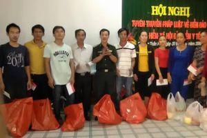 Đồn BPCK cảng Quy Nhơn phối hợp tuyên truyền chủ quyền biển, đảo cho ngư dân