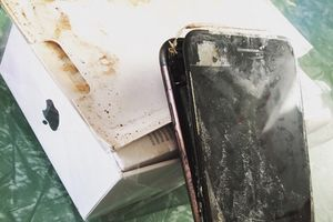 iPhone 7 Plus bất ngờ phát nổ dù chưa đập hộp?