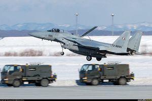 Nhật Bản dùng tiêm kích F-15J đấu Su-35, J-20 Trung Quốc?