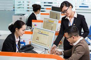 Công nghệ 'lấn sân' ngân hàng: Cơ hội hay thách thức?