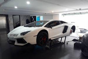 Siêu xe Lamborghini Aventador chính hãng được độ la-zăng ngay bên trong garage nhà đại gia Cường Đô-la.