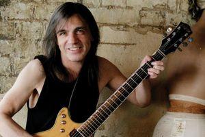 Thành viên nhóm rock huyền thoại AC/DC qua đời