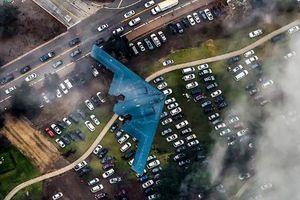Mãn nhãn 'bóng ma' B-2 lượn ở độ cao 600m