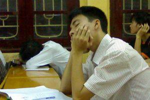 Đủ tư thế ngủ gật 'không đỡ nổi' của sinh viên Việt Nam