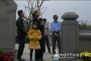 Người Đà Nẵng đến viếng mộ ông Nguyễn Bá Thanh trong dịp Tết Đinh Dậu
