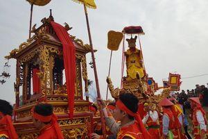 Hàng vạn người dự đám rước lễ hội Thủy tổ dân tộc