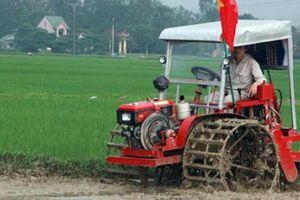 Máy cày, bừa siêu đa năng 4 trong 1 của 'kỹ sư' nông dân xứ Nghệ