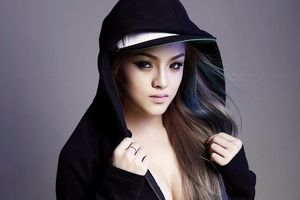 DJ Melo thi Vietnam's Next Top Model dù chỉ cao 1,6 m
