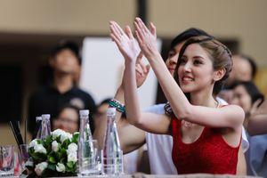 Hoa hậu Hong Kong và sao TVB thân thiện với fan Việt