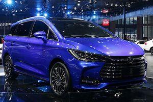 'Xế Tầu' BYD Song 7 nhái Toyota Innova như xịn