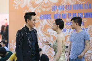 Nguyên Khang gợi ý cho Tóc Tiên cách kêu gọi bình chọn cho thí sinh The Voice