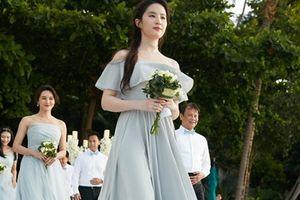 Mời phù dâu Lưu Diệc Phi xinh đẹp đến thế này, cô dâu thật...'dũng cảm'