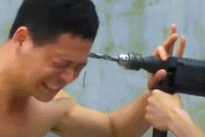 Dùng khoan bê tông khoan cật lực vào đầu cao thủ Thiếu Lâm