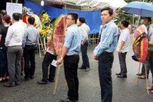Nhiều người dân đến viếng Chủ tịch huyện mất do đột quỵ ở Thanh Hóa