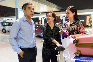 Giang Hồng Ngọc ra sân bay lúc 4h sáng để sang Mỹ lưu diễn cùng mẹ