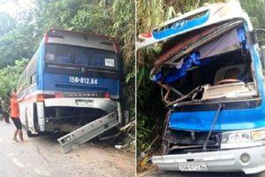 Xe chở học sinh đâm vào vách núi, 13 người thương vong