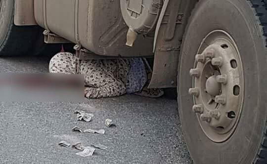 Xe container tông xe máy, nữ cảnh sát thiệt mạng