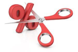 Bloomberg: Rủi ro tín dụng có thể tăng khi NHNN hạ lãi suất