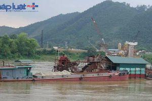 Tuyên Quang: Bắt giữ 'tàu lạ' cùng hàng trăm khối cát, khai thác trái phép trên sông Lô