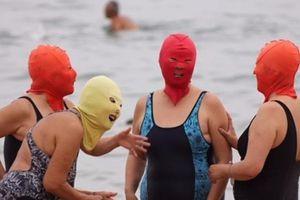 Rộ mốt thời trang đi biển trùm kín ... mặt ở Trung Quốc