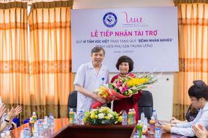 Quỹ Vì Tầm Vóc Việt trao tặng 300 triệu đồng cho Quỹ vì bệnh nhân nghèo Bệnh viện Phụ sản Trung ương
