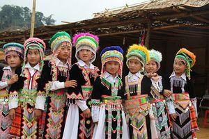 Cuộc sống nhọc nhằn của những 'cô dâu 8 tuổi' ở miền Tây xứ Nghệ
