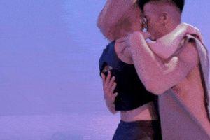 Trọng Hiếu tung MV nóng bỏng khiến fan nữ 'điên đảo'