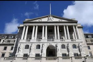 BOE lần đầu tiên nâng lãi suất trong một thập kỷ qua