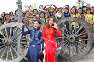 Áo dài Việt chinh phục thế giới
