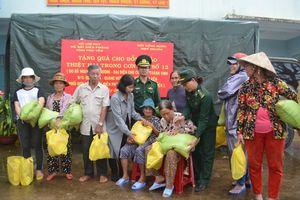 Tặng 300 suất quà cho nhân dân bị thiệt hại do bão ở huyện ven biển Đông Hòa