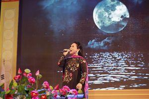 NSND Bạch Tuyết nói gì khi cover 'Em gái mưa' của Hương Tràm?