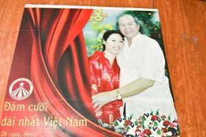 Đằng sau bức ảnh cưới: Vợ 28, chồng 80