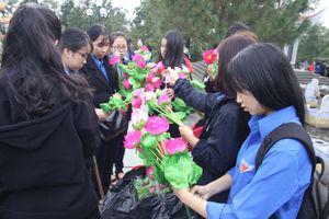 Công trình Thanh niên tiêu biểu toàn quốc: Hoa dâng mộ liệt sĩ