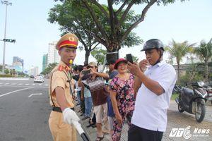 Cảnh sát bảo vệ APEC: 'Đêm về chỉ được chọn giữa ngủ và tắm'