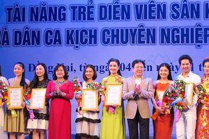 15 diễn viên trẻ đoạt huy chương vàng Tài năng trẻ diễn viên sân khấu cải lương và Dân ca kịch
